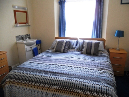 Double room accommodation at Kenilworth Guest House in Weston-super-Mare