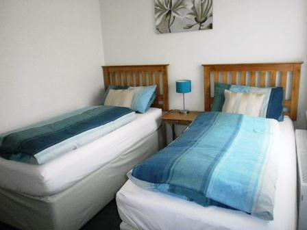 Twin room accommodation at Kenilworth Guest House in Weston-super-Mare